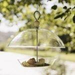 Fuglene vil glæde sig, hvis du giver en foderstation i gave til haven
