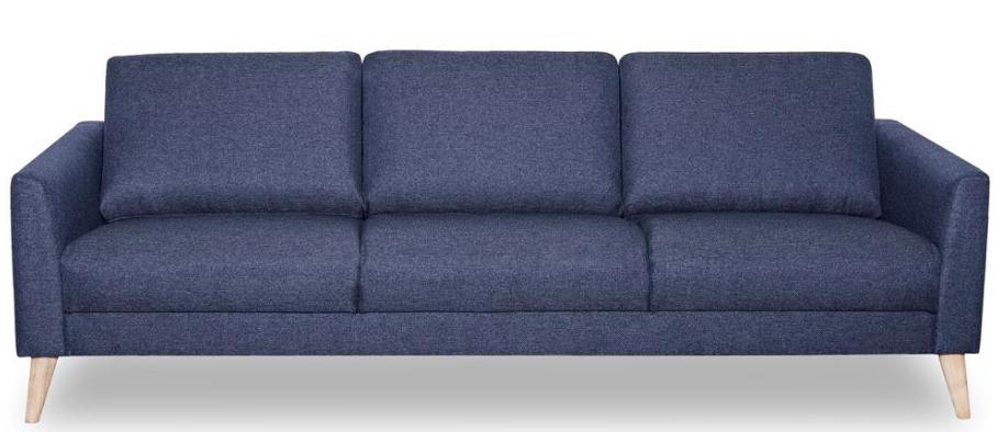 En blå sofa der passer godt ind i enhver stue